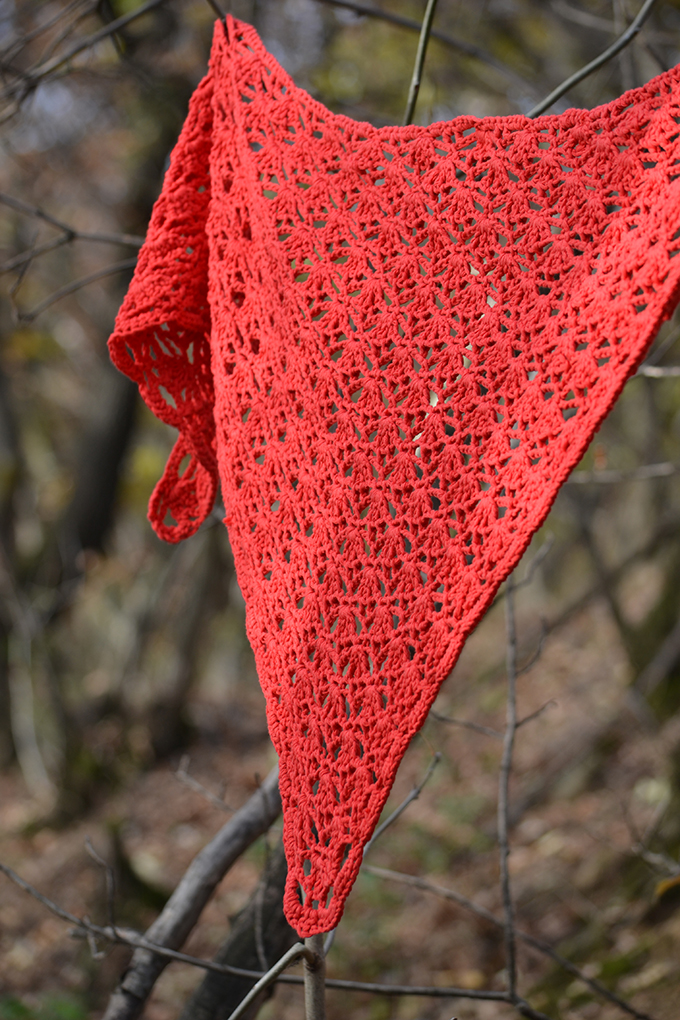 red rochet triangle scarf,