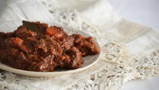Tökéletes marhapörkölt, avagy a beef bourguignon egyszerű receptje