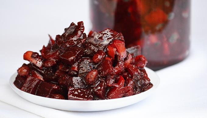 Cékla chutney,: A fűszeres-almás cékla chutney savanyúság helyett is tökéletes/Fotó: Myreille