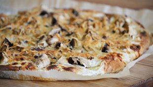 Tejfölös-borókás-gombás pizza