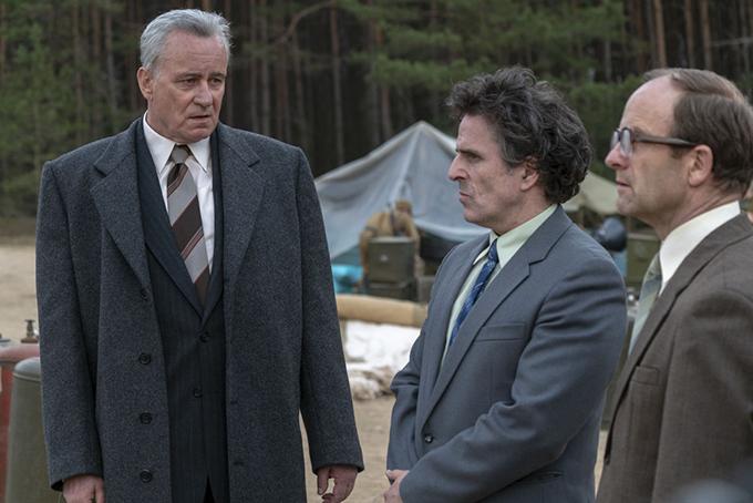 Boris Shcherbina (Stellan Skarsgård) (bal oldalt)/Csernobil