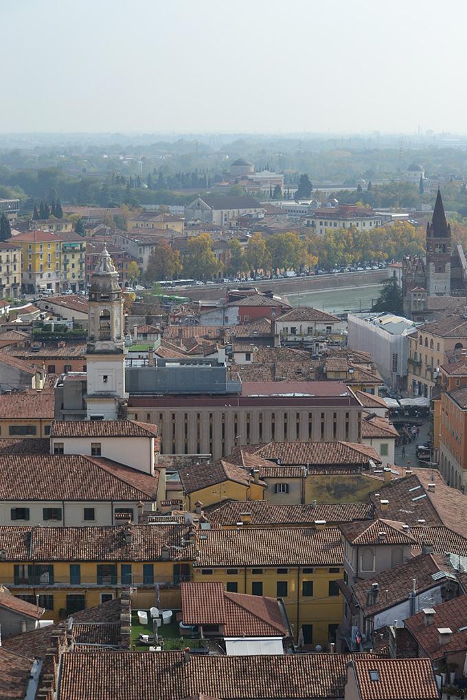 Kilátás a Lamberti-torony-ból, Verona/Fotó: Myreille, 2019