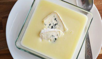 Téli kedvenc: Fehérrépa-krumpli krémleves kéksajttal