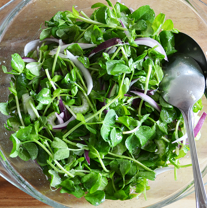 Gyömbéres zöldborsócsíra saláta lila hagymával és szárzellerrel/Fotó: Myreille