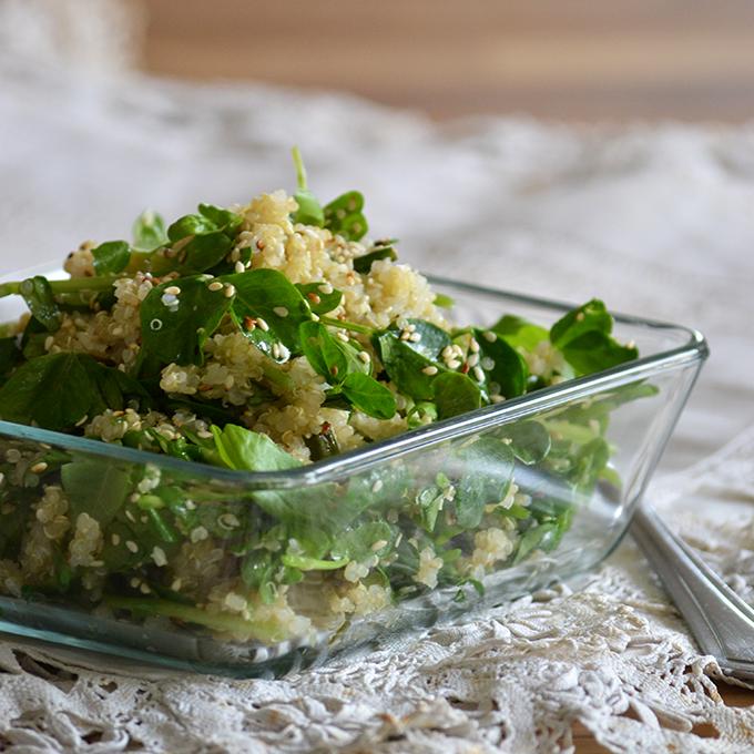 Quinoa saláta zöldborsócsírával, bazsalikommal és pirított szezámmaggal/Fotó: Myreille