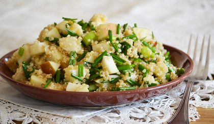 Őszi alma-zeller quinoa saláta chilivel és snidlinggel
