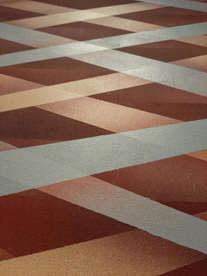 Részlet és rétegek Sean Scully Átlós beékelés (Diagonal Inset) című képéből./Fotó: Myreille