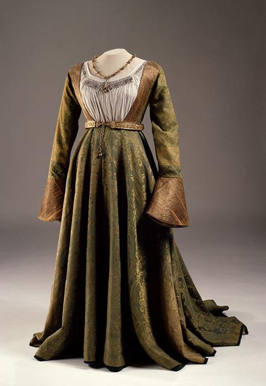 Mária királyné selyemdamaszt menyegzői viselete, 1521./Fotó: Magyar Nemzteti Múzeum hírlevele - Dabasi András