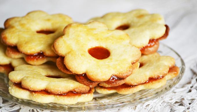 Classic Linzer Cookies Recipe/Photo: Myreille