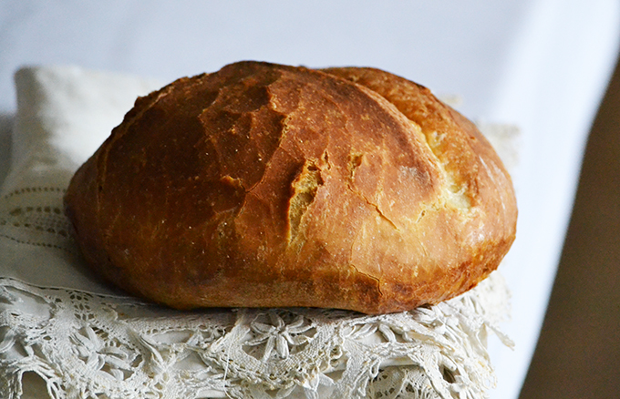 Élesztős kenyér vízzel és tejjel, és 30-30 perc sütéssel/Fotó: Myreille