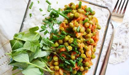 Zöldborsó curry, avagy fűszeres-csípős zöldborsópörkölt