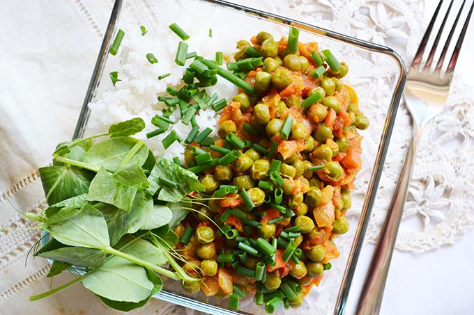 Zöldborsó curry rizzsel, tavaszi fűszerekkel/Fotó: Myreille