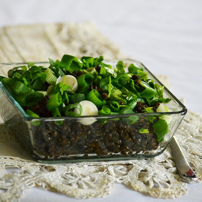 Beluga lencse saláta újhagymával és korianderrel/Fotó: Myreille