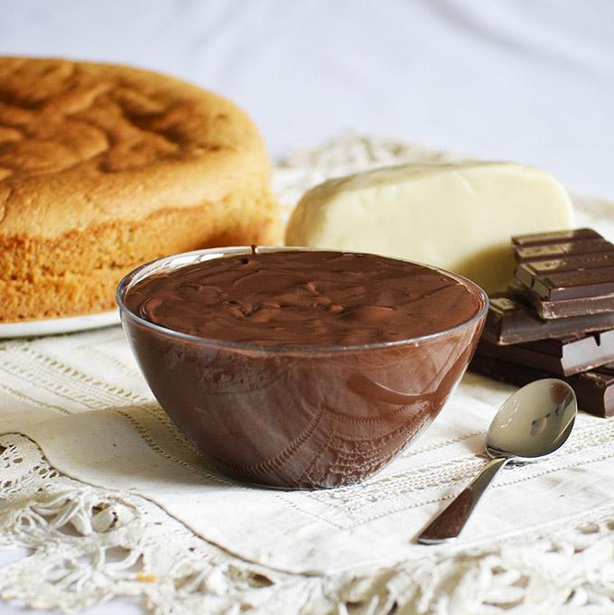 A tortához mindent elő kell készíteni: mandulás piskóta, marcipán, ganache/Fotó: Myreille