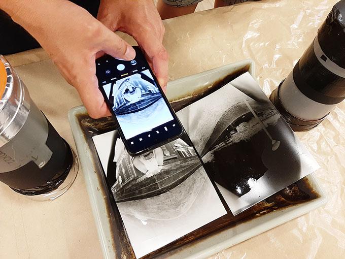 Camera Obscura és az előhívott, fixált, kimosott képek/Fotó: Myreille, 2021.